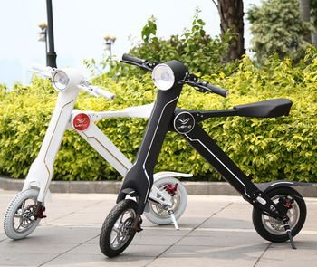 two Lehe K1 electric scooters, one in white and one in black