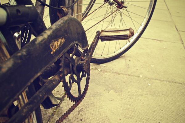 old bicycle with a rusty chain