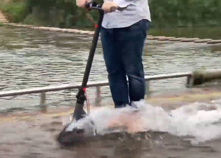 the Aovo Pro going through water