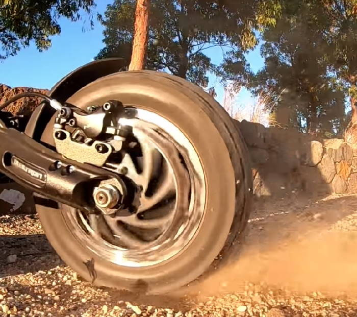 rear wheel of the Dualtron Thunder during offroad riding