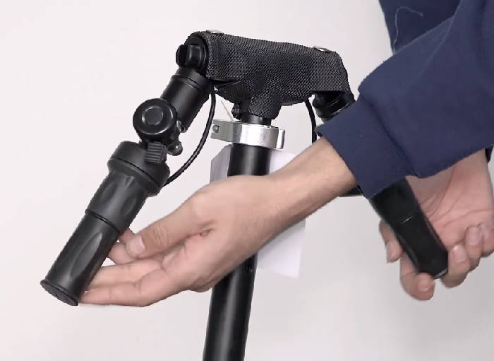 foldable handlebars of the Glion Dolly