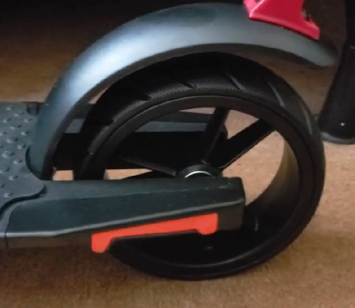 rear wheel and fender of the GoTrax G2