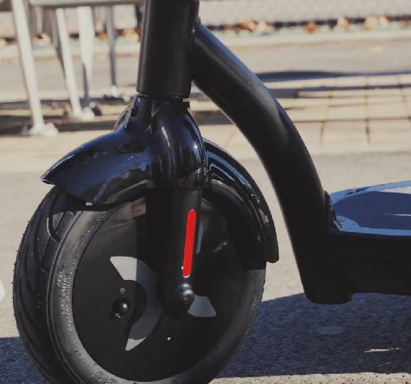 closeup of the frame and the front wheel of the Hover 1 Alpha