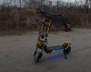 the Kaabo Wolf King standing on its kickstand