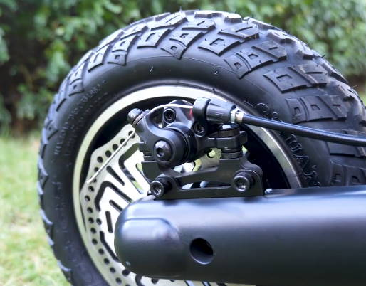 front wheel and brake of the Kugoo G2 Pro