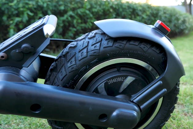 rear tire and suspension of the Kugoo G2 Pro