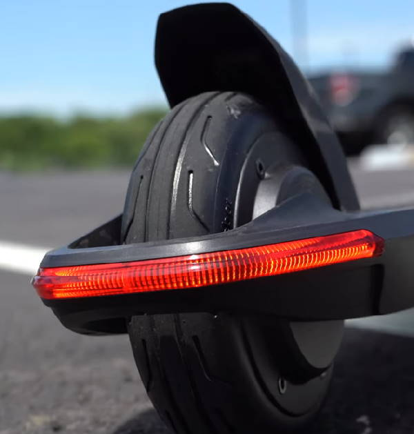 rear light and tire of the Ninebot Air T15