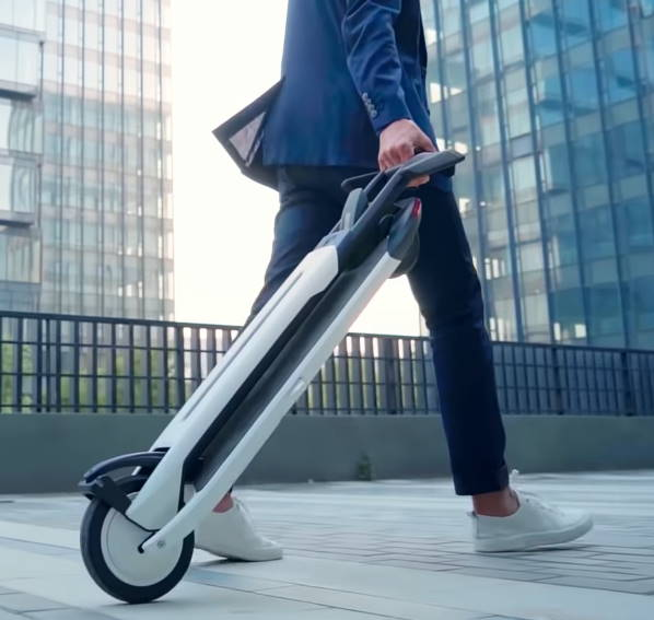 person pulling the folded Ninebot Air T15 like a trolley