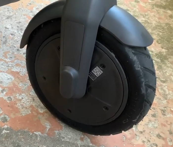 front wheel and motor of the Ninebot E22E