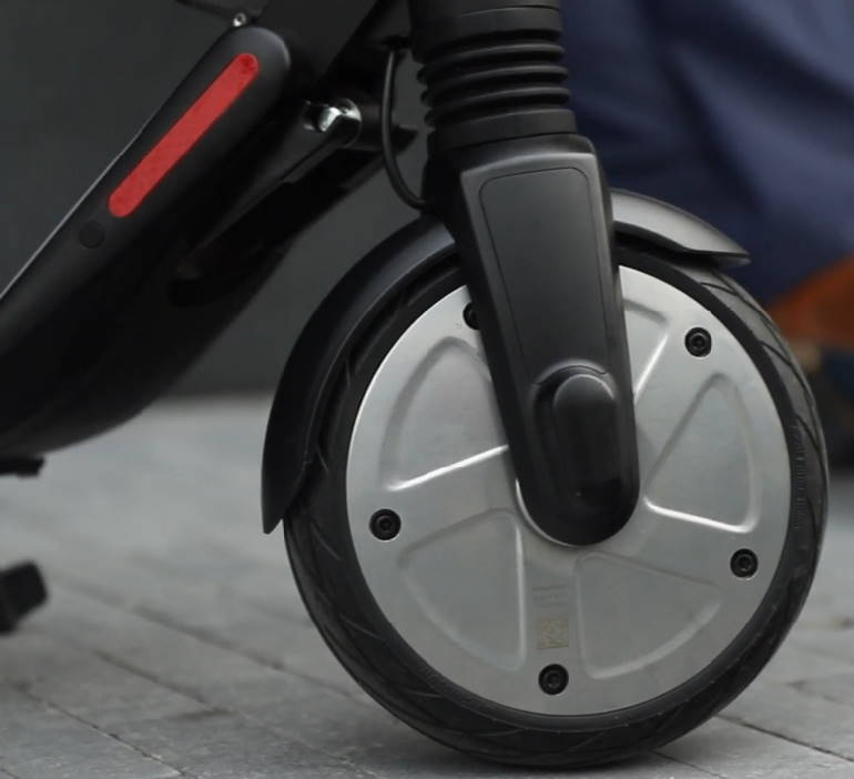 front wheel of the Ninebot ES4