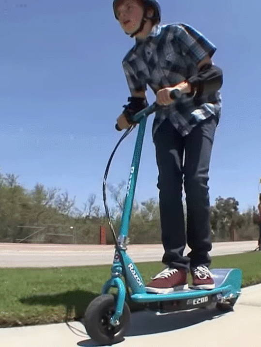 low front view of a kid riding the Razor E200