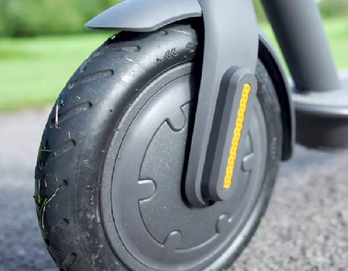 front wheel and motor of the Xiaomi Essential