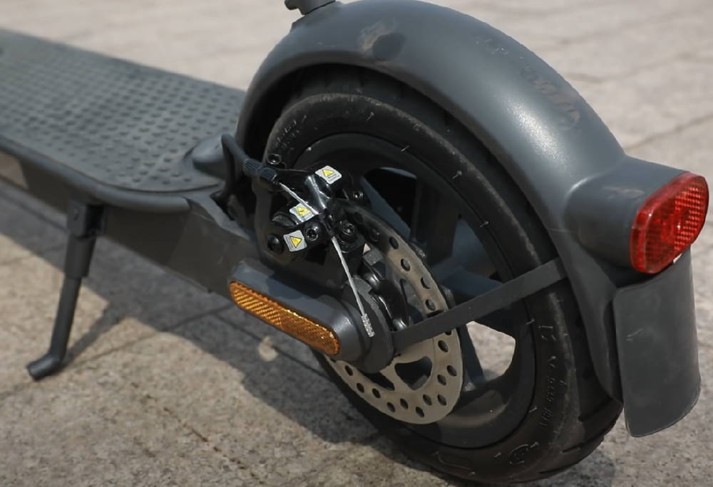 rear view of the brake and wheel of the Xiaomi Mi Pro 2
